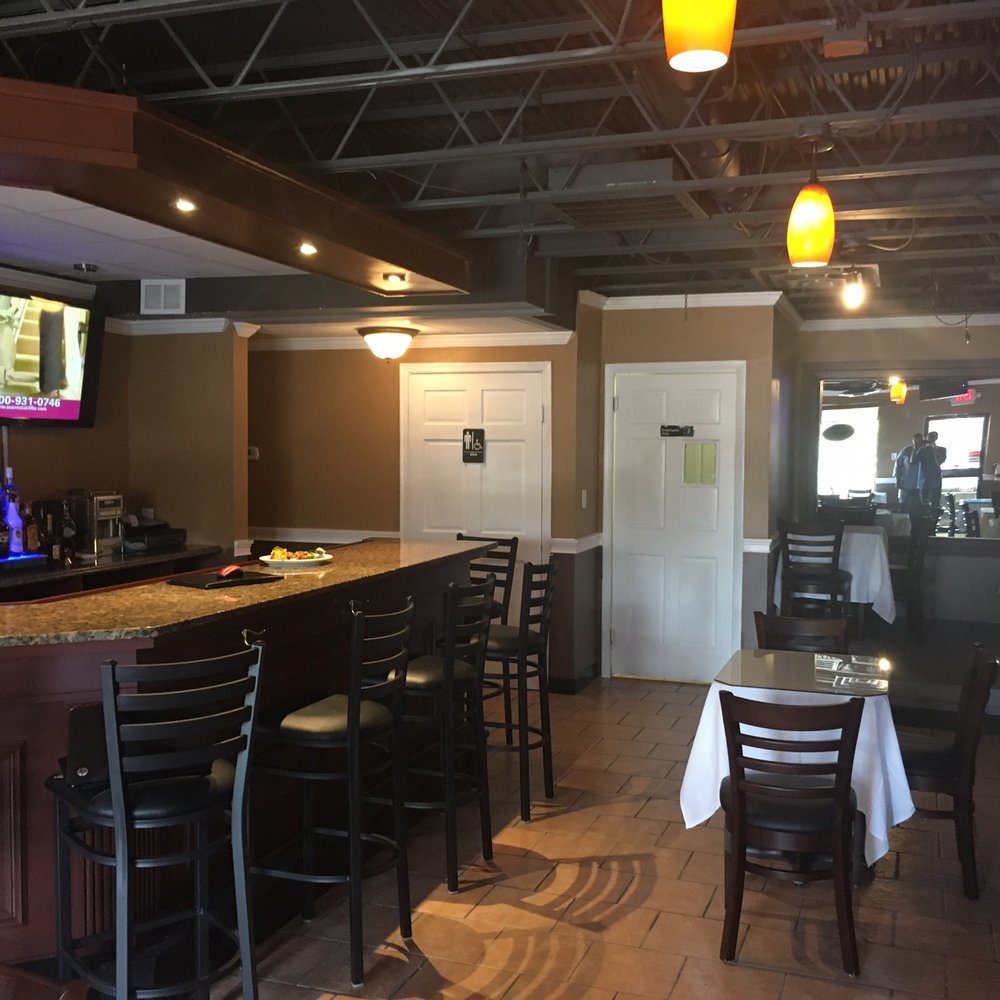 Champion Sports Bar & Lounge: 3825-H South George Mason Dr, Falls Church, VA