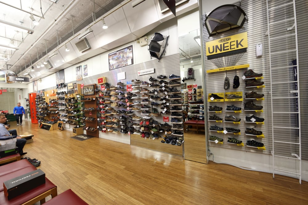 The latest Tweets from Paragon Sports (@paragonsports). New York's Finest Sports Specialty Store Since 18th & Broadway, NYC You can add location information to your Tweets, such as your city or precise location, from the web and via third-party applications. You always have the option to delete your Tweet location history.