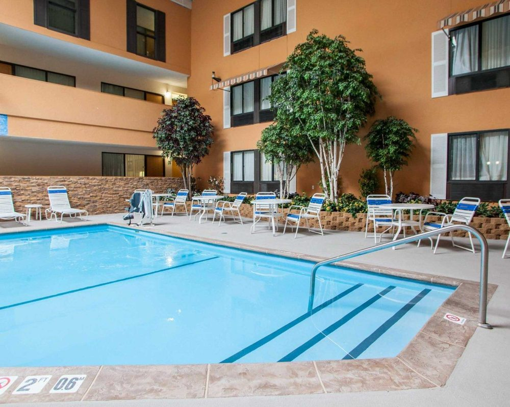 Quality Inn & Suites Starlite Village Conference Center: 2601 East 13th St, Ames, IA