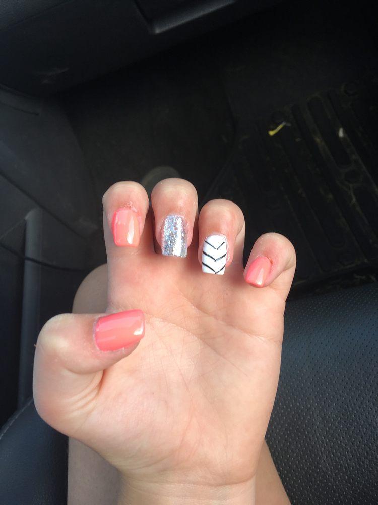 L & V Nails: 405 N State St, Desloge, MO