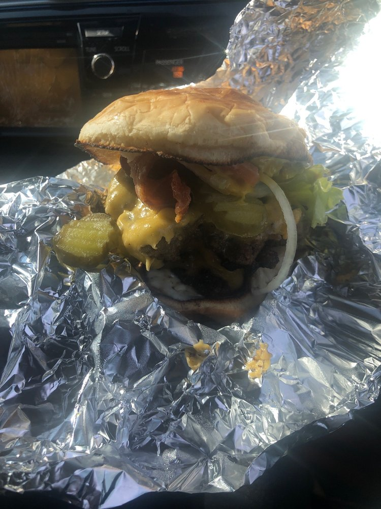 The Burger Barn: 1301 S Hazel St, Pine Bluff, AR