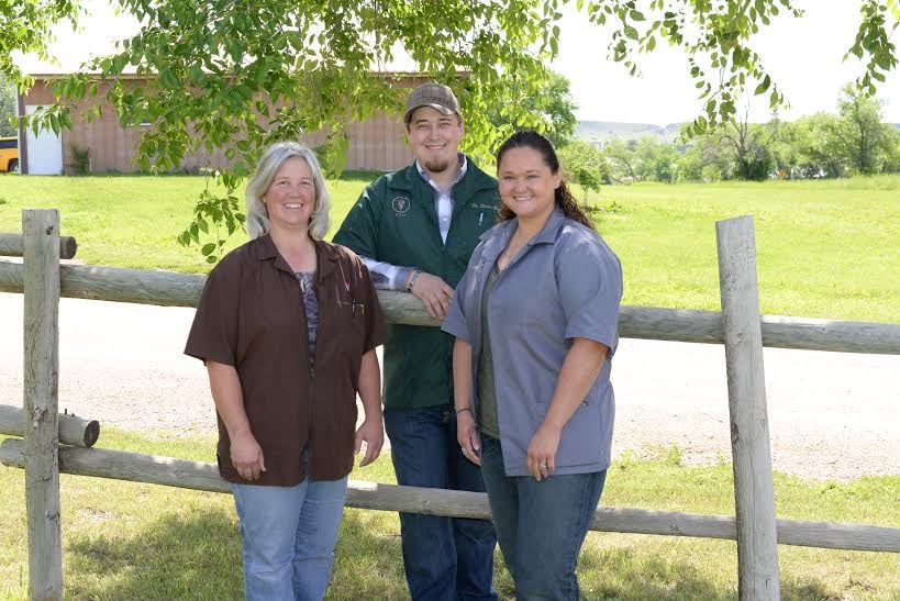 Fall River Veterinary Clinic: 27618 Scenic Rd, Hot Springs, SD