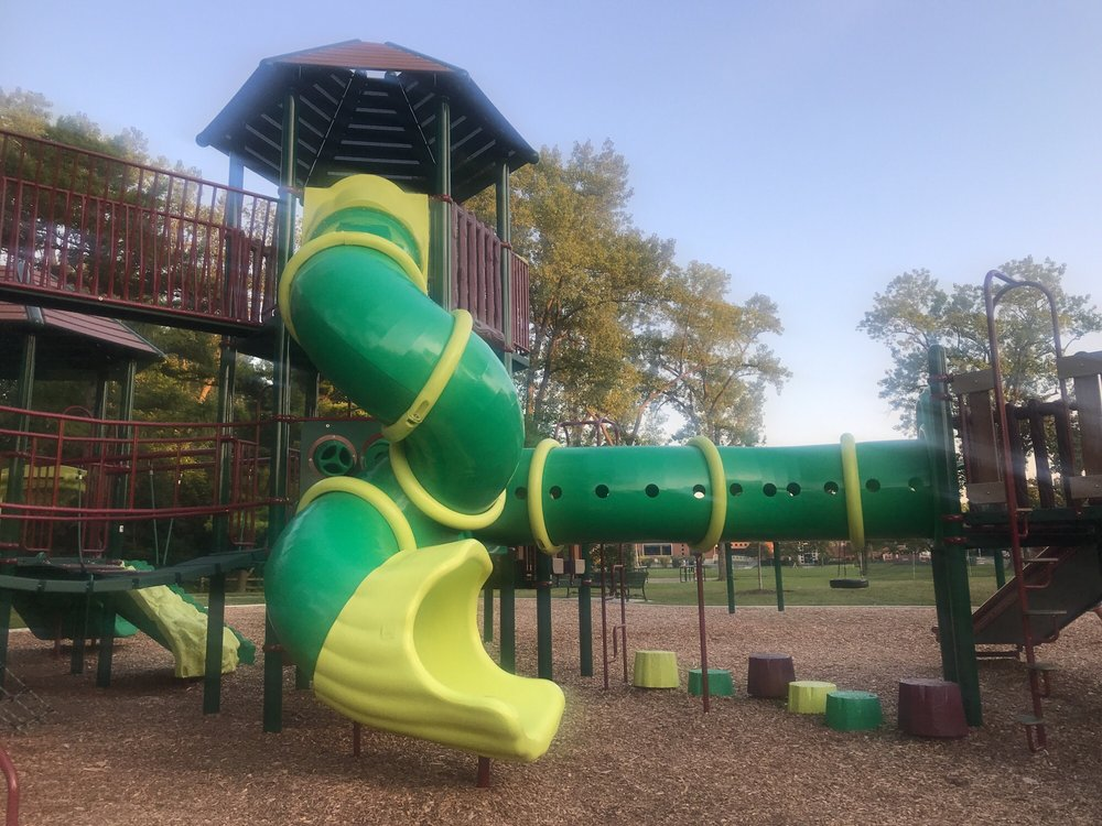 West Park: 850 N Summit, Lake Forest, IL
