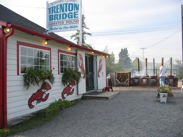 Trenton Bridge Lobster Pound: 1237 Bar Harbor Rd, Trenton, ME