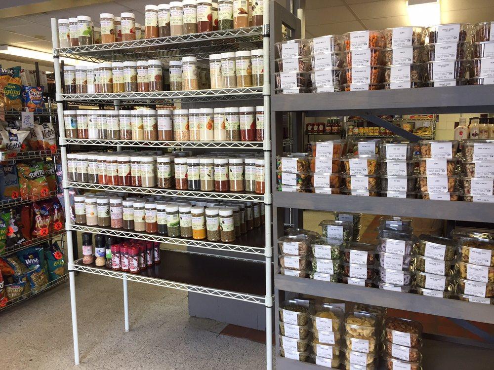 Waniewski Farms: 409 S Westfield St, Feeding Hills, MA