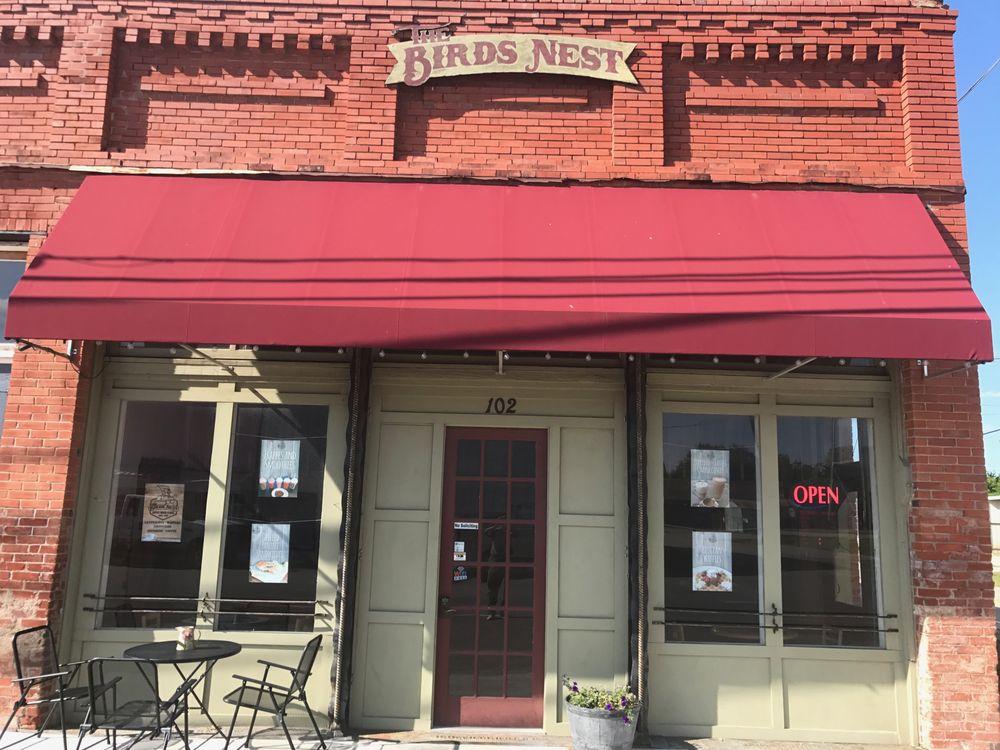 The Bird's Nest: 102 W Hayes, Savoy, TX