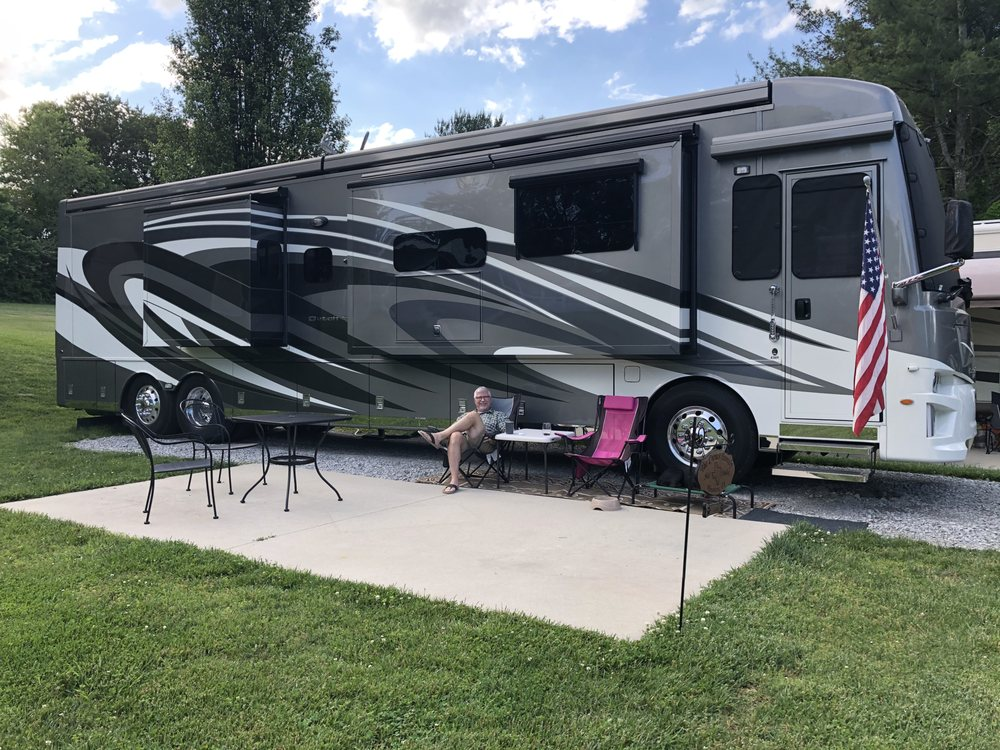 Spring Lake RV Resort: 255 Fairview Dr, Crossville, TN
