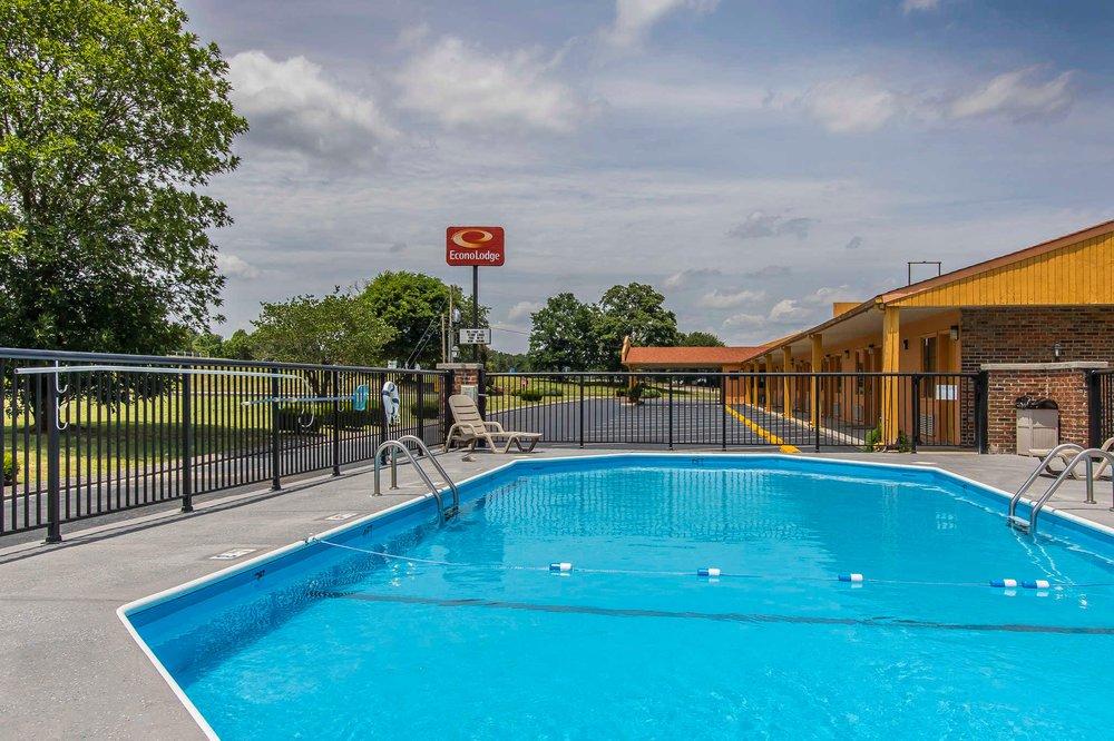Econo Lodge: 3731 Pulaski Hwy, Cornersville, TN