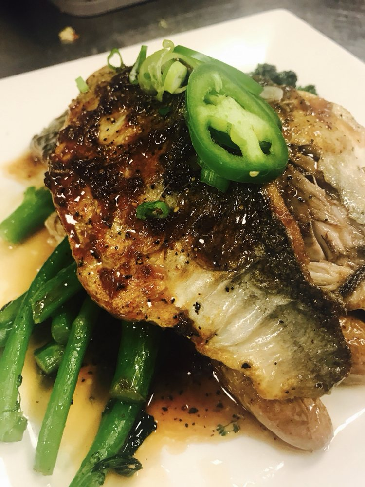 Off The Hook Seafood & Chophouse: 2000 Colley Ave, Norfolk, VA