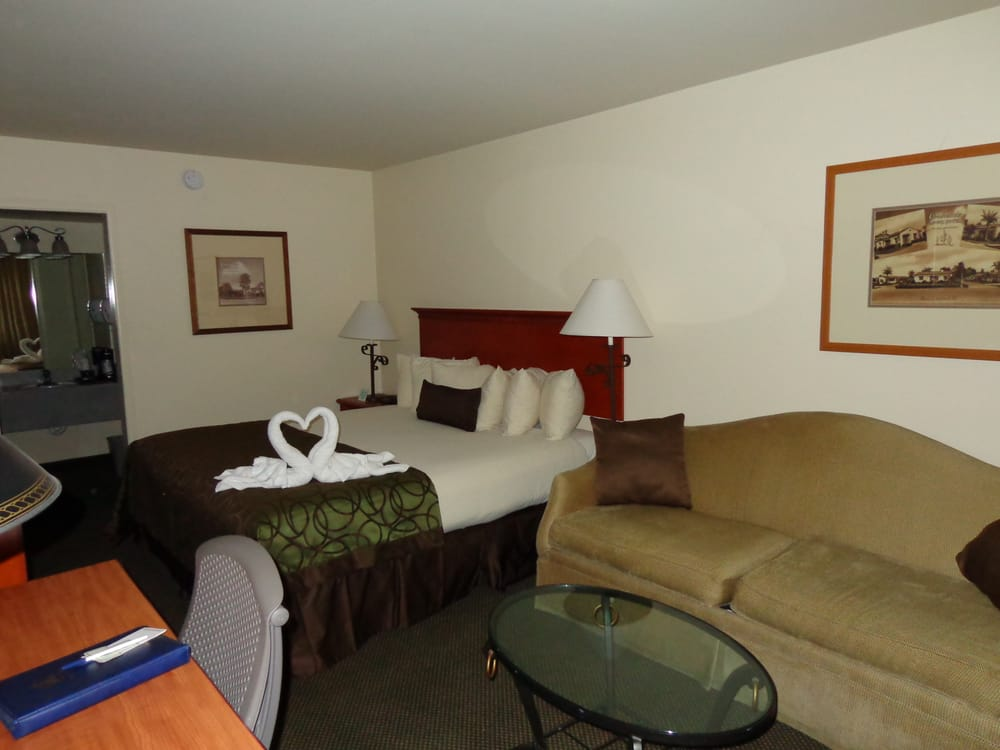Qobc queen bed plus a sofasleeper in room yelp for Historic coronado motor hotel