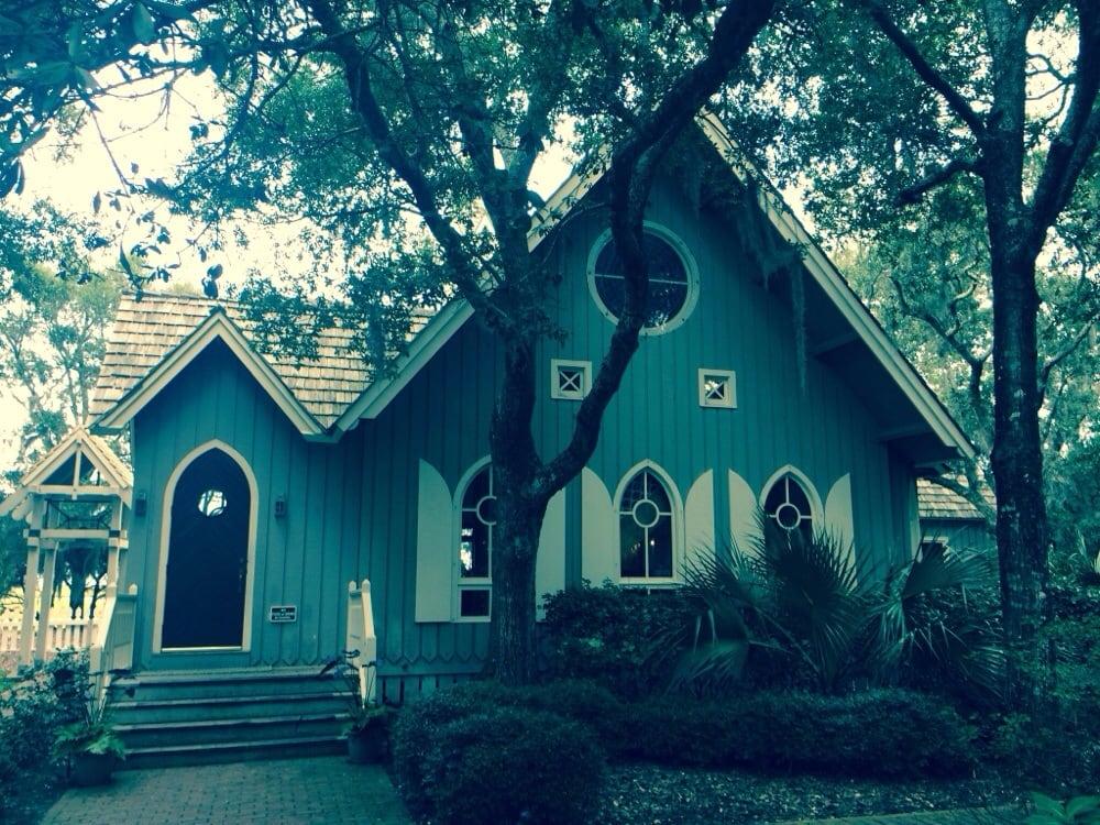 Bald Head Island Chapel: 105 Lighthouse Wynd, Southport, NC