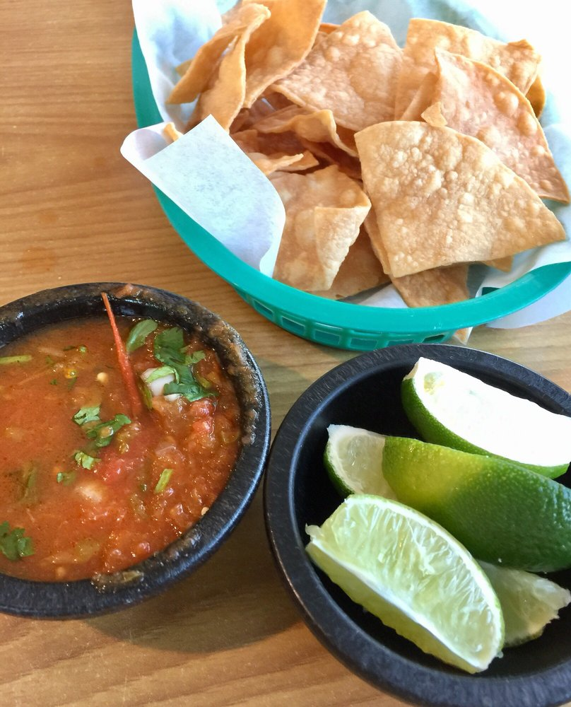 Los Tortugo's Seafood Market: 1683 State Hwy 100, Port Isabel, TX