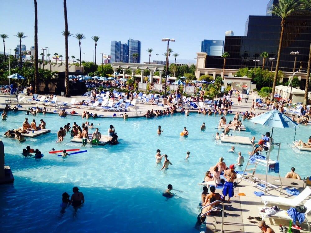 Oasis pool 42 photos 20 reviews resorts 3900 las for Pool show vegas