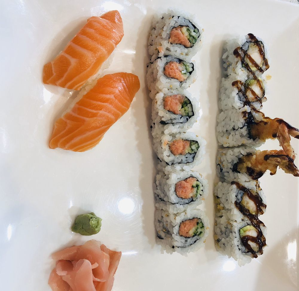 Noodle & Sushi Delight: 853 E Nerge Rd, Roselle, IL