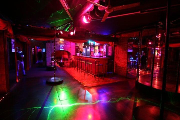 le paradisio bo tes de nuit clubs route d partementale 613 fabr gues h rault num ro de. Black Bedroom Furniture Sets. Home Design Ideas