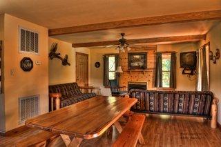White Buffalo Resort: 418 White Buffalo Trl, Mountain Home, AR