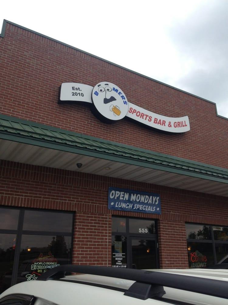 Boomers Bar & Grill: 555 Walmart Dr, Sullivan, MO