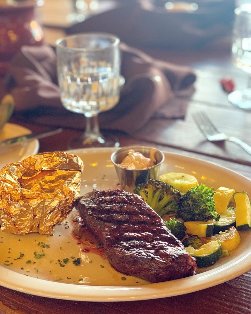 Cowboy Grill at Redcliffs Lodge: Milepost 14 Hwy 128, Moab, UT
