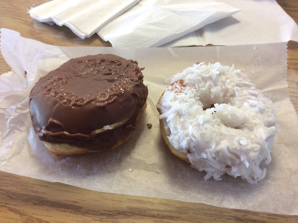 Scarlet's Donuts: 1714 N Gloster St, Tupelo, MS