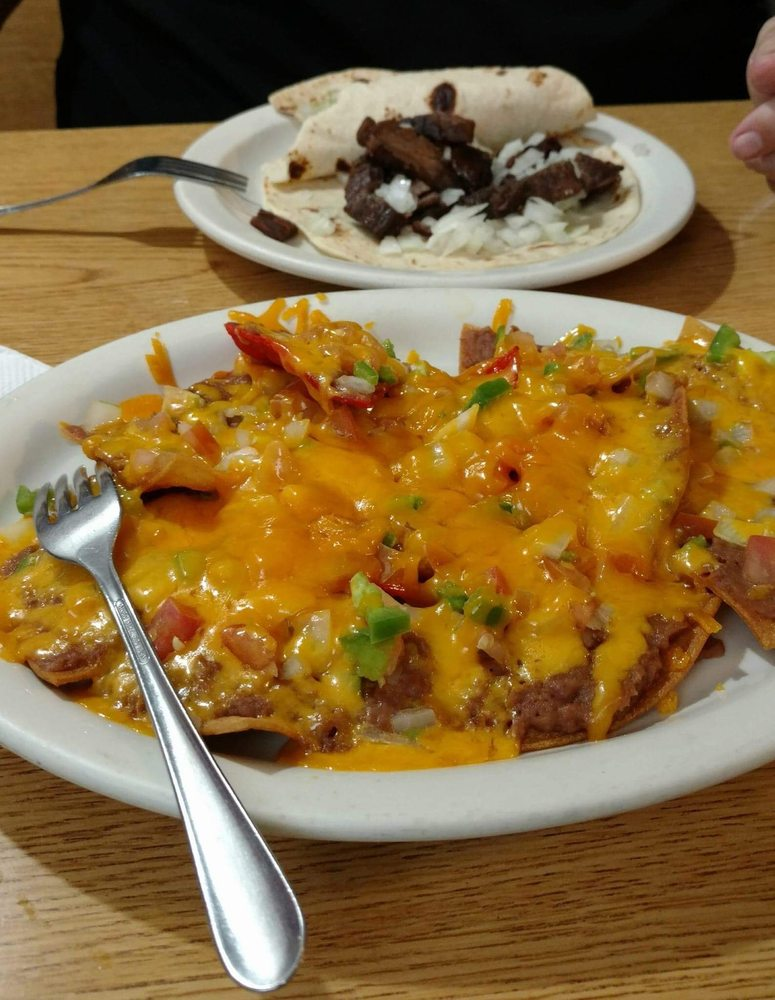 P & T Cafeteria: 1513 3rd St, Floresville, TX