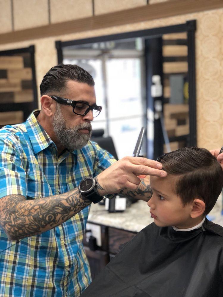 Single Barrel Barber Shop 34 Photos 52 Reviews Barbers 122 N
