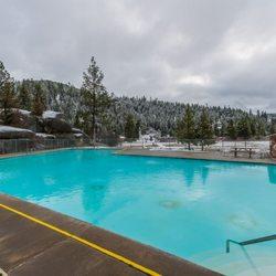Milf in swimming pool cabin