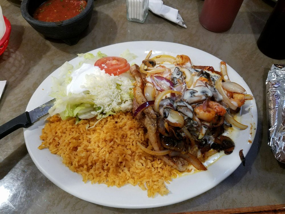 LaVilla Mexican Restaurant: 104 S 3rd St, Guthrie Center, IA