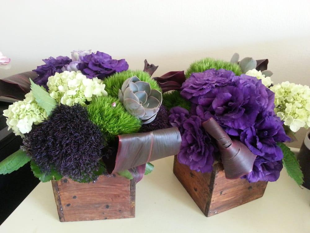 Stupendous Centerpieces Of Purple Lisianthus Mini Green Hydrangea Download Free Architecture Designs Scobabritishbridgeorg
