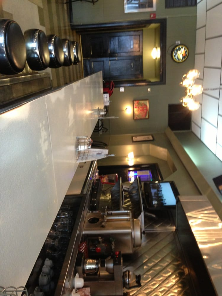 William Penn Bar & Restaurant: 635 Cumberland St, Lebanon, PA
