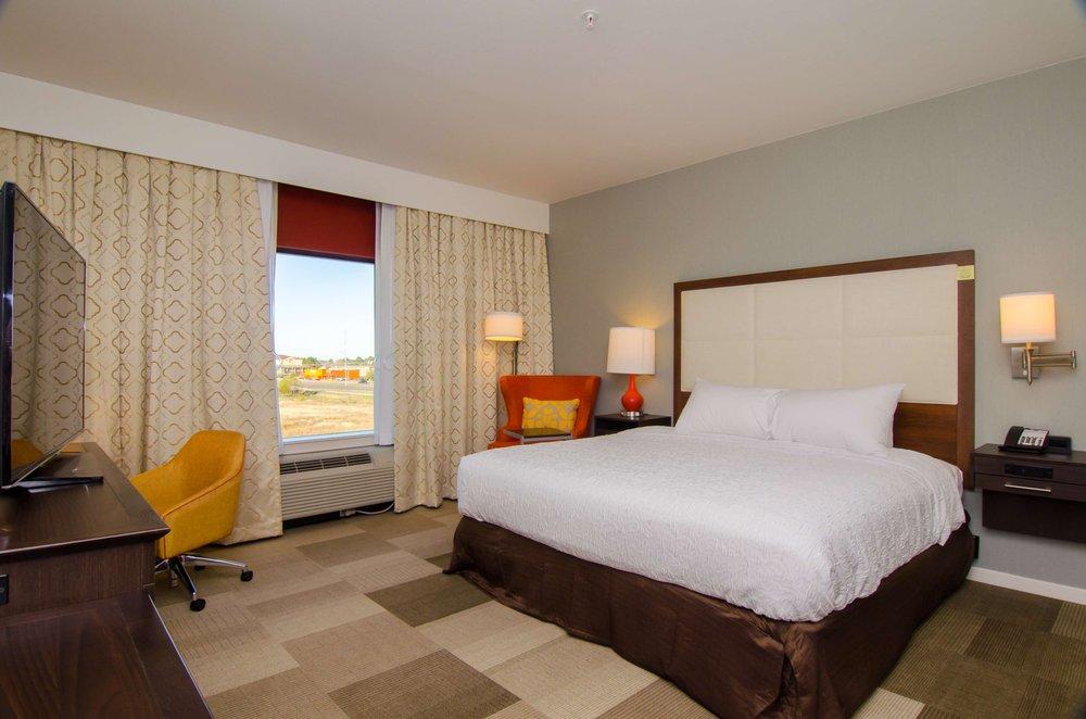 Hampton Inn & Suites Huntsville: 120 Ravenwood Village Dr, Huntsville, TX