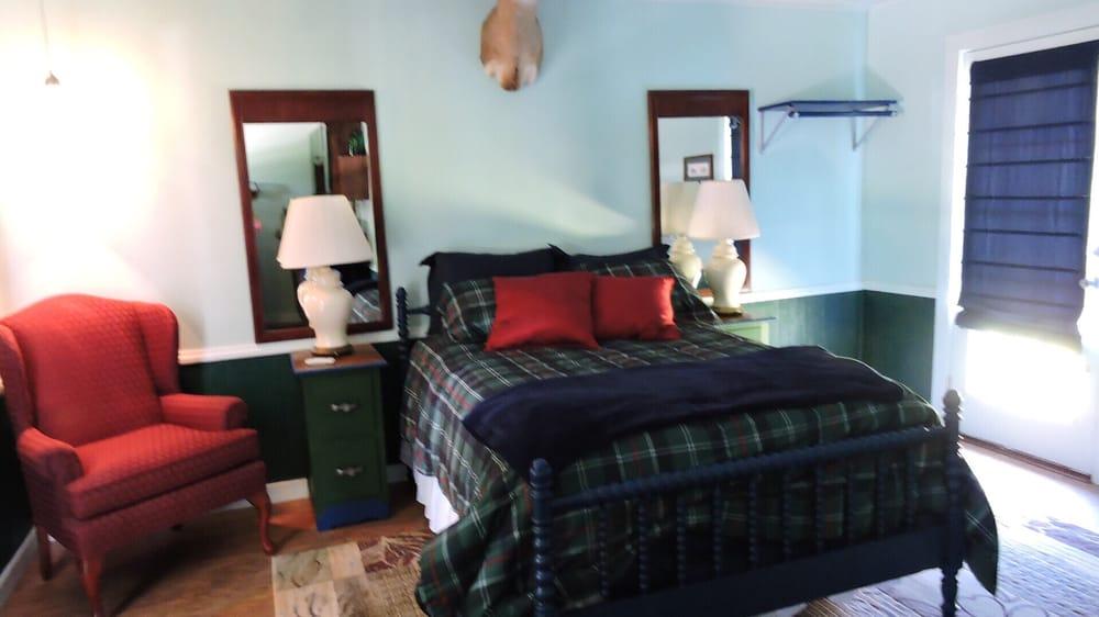 Shade Tree Lodge: 20145 Playland Park Rd, Christoval, TX