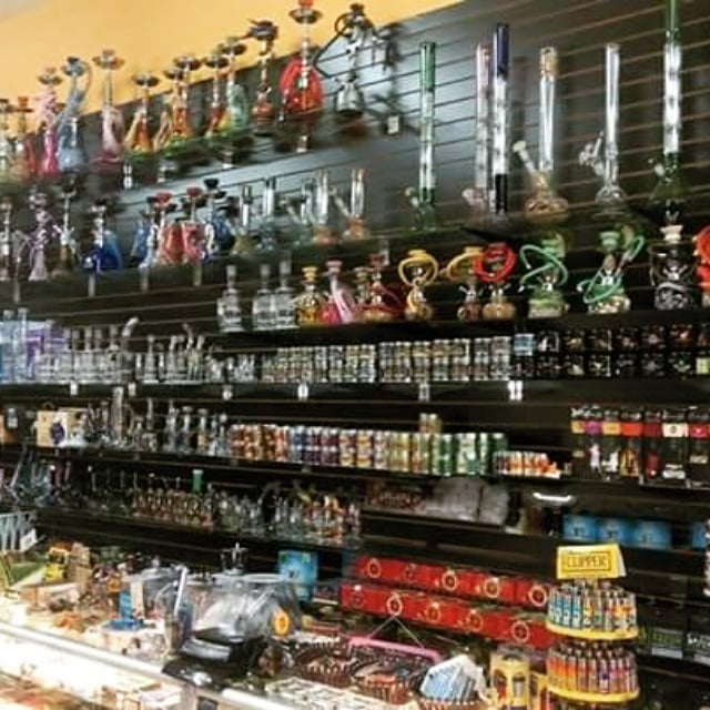 Keepsake Novelty Smoke Shop: 253 W Yosemite Ave, Manteca, CA