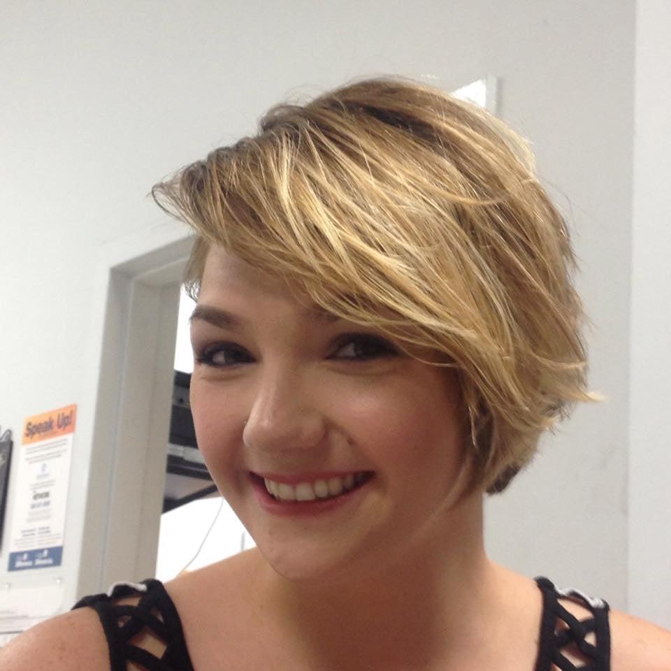 First impressions coiffeurs salons de coiffure 22419 for Samantha oups au salon de coiffure
