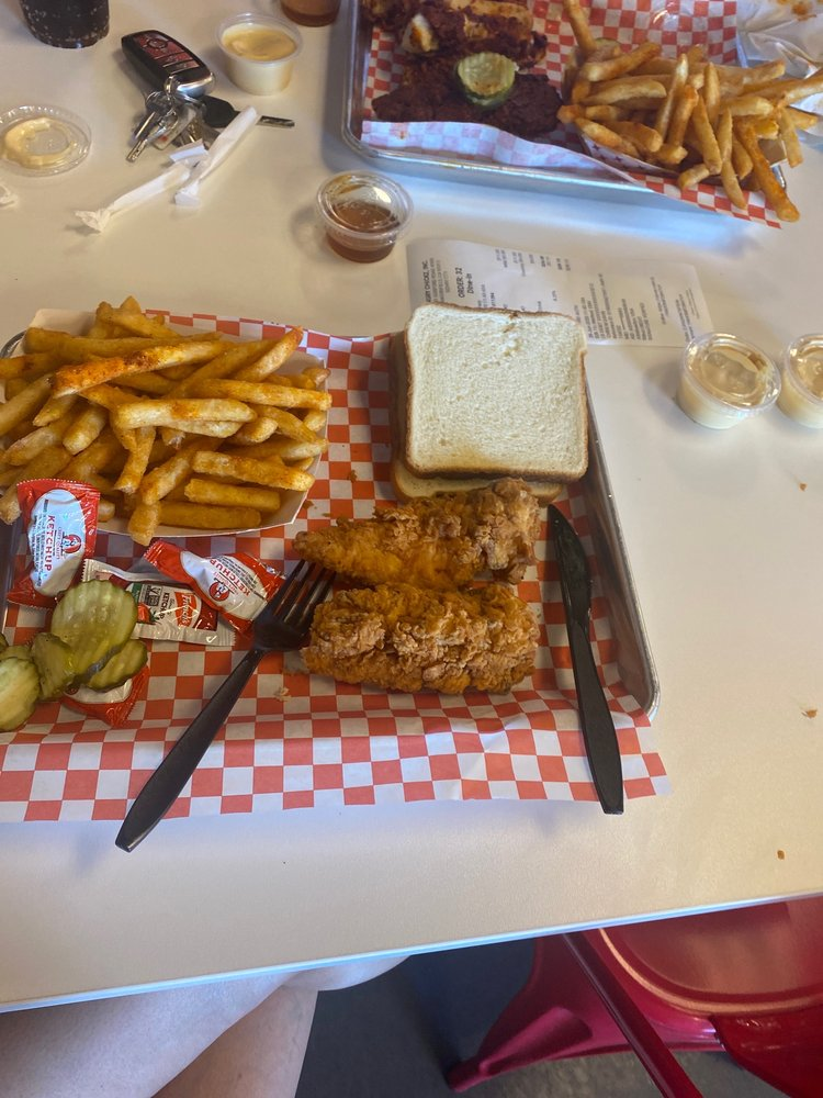 Angry Chickz: 5041 Gosford Rd, Bakersfield, CA