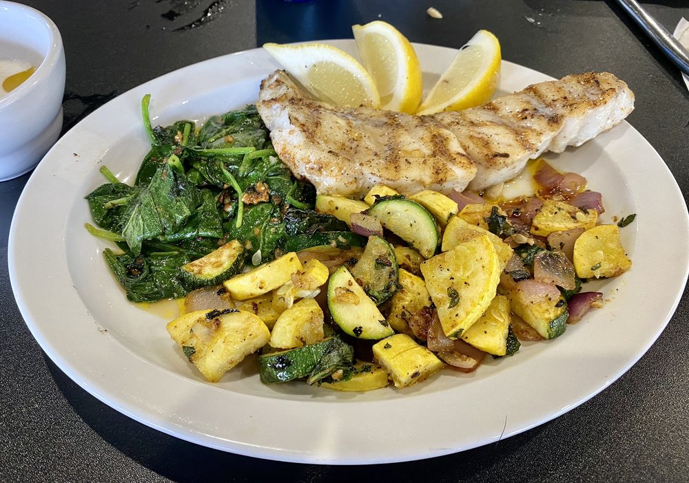 Lighthouse Seafood & Café: 101 N Country Club Rd, Lake Mary, FL