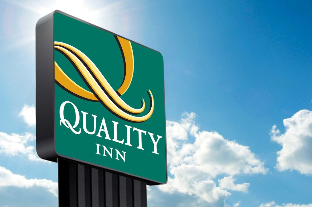 Quality Inn: 1726 Lake Ave, Storm Lake, IA