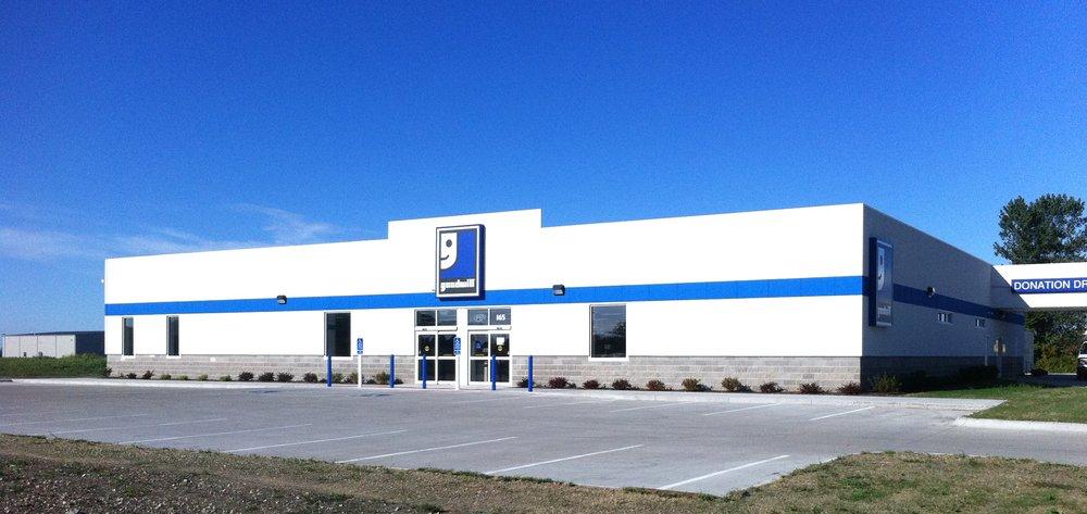 Goodwill Store: 165 W Burlington Ave, Burlington, IA