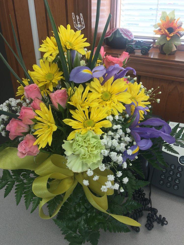 Flower Basket: 336 N Main St, Watervliet, MI