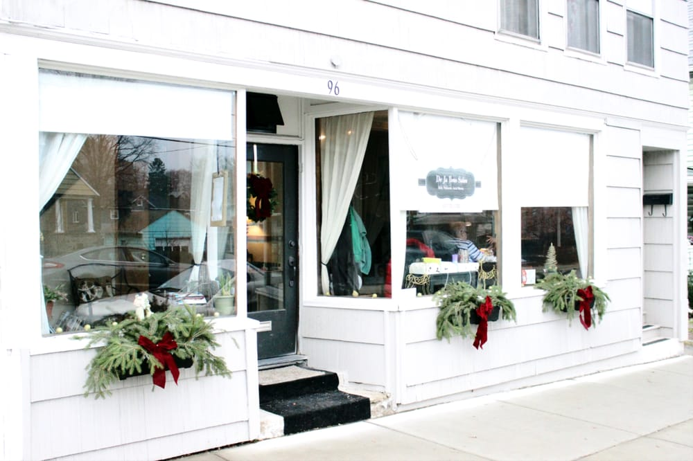 De Ja Vous Salon: 96 Park Ave, Binghamton, NY