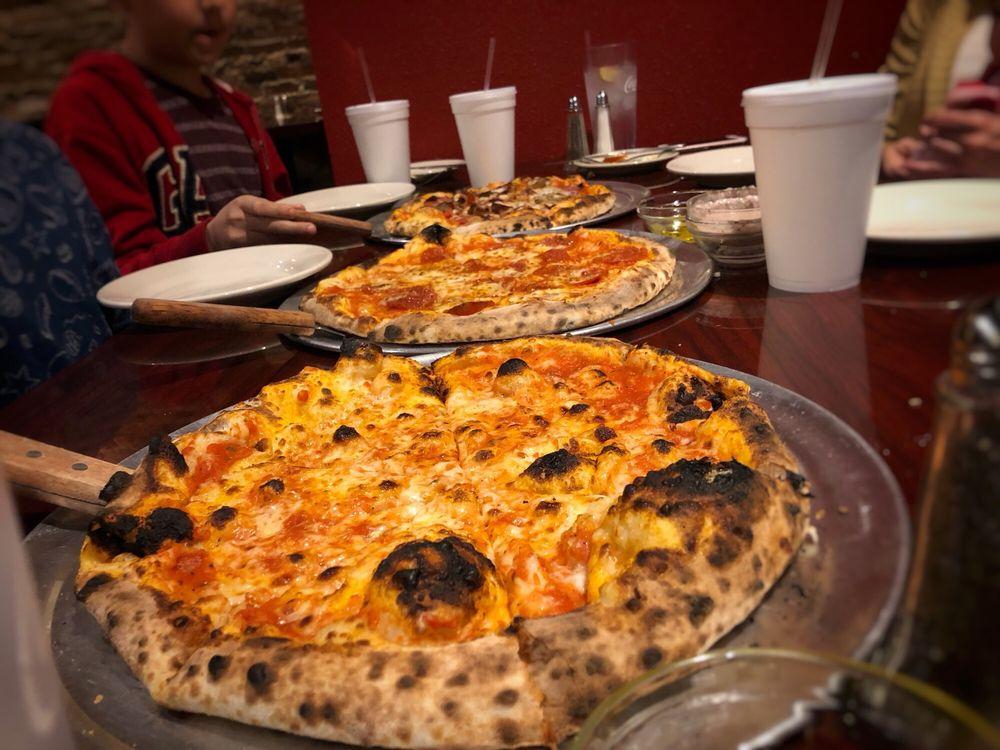 Mimmo's Ristorante Pizzeria: 312 Central Ave, Laurel, MS