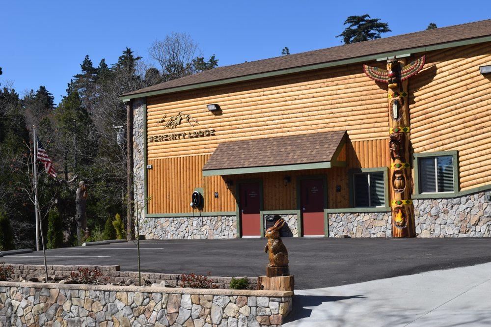 Serenity Lodge: 985 Meadow Brook Rd, Lake Arrowhead, CA