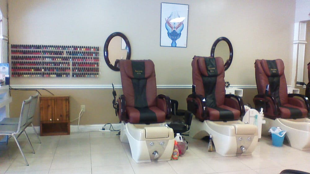 Bb nails 16 photos nail salons 725 e lanier ave for 777 nail salon fayetteville nc