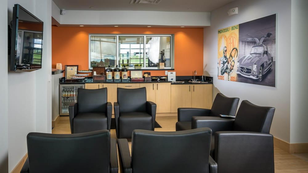 Mercedes benz of rochester service customer waiting lounge for Mercedes benz customer support