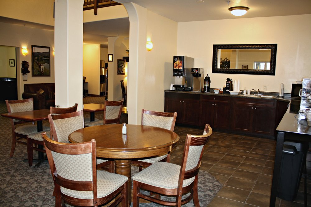 Blue Spruce Inn: 488 Market St, Meeker, CO