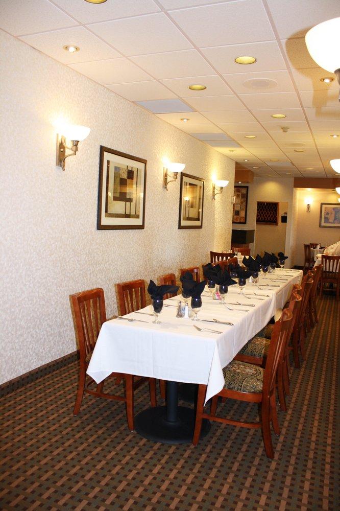 Qt's Restaurant: 900 E Sunset Dr, Riverton, WY
