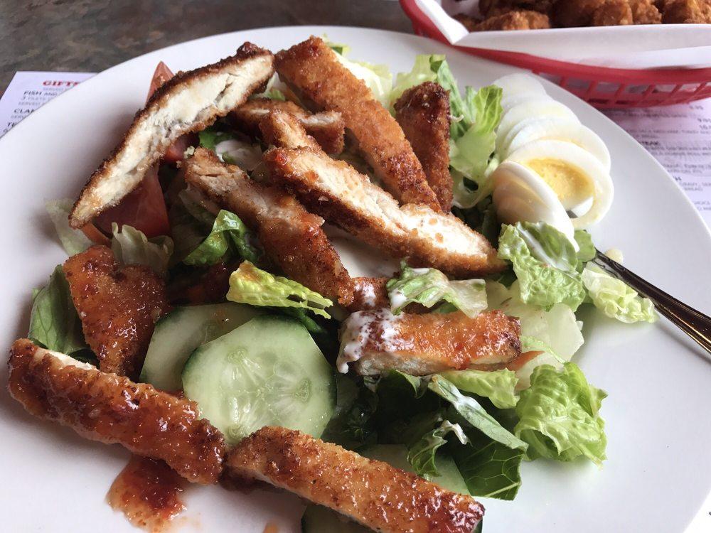 The Landing Restaurant & Bar: 5620 B St, Bay City, OR