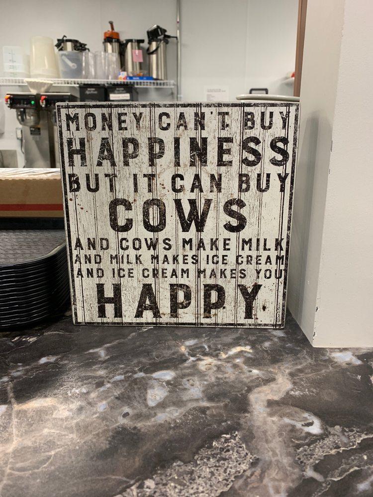 Pennfield Ice Cream & Coffee Shop: 956 Capital Ave NE, Battle Creek, MI