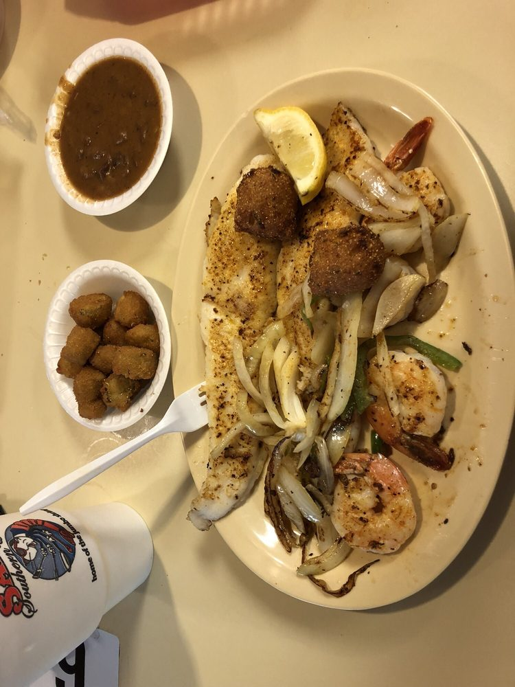 Sam's Southern Eatery: 830 S Madison Blvd, Bartlesville, OK