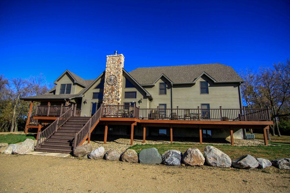 Hidden Hill Lodge: 43084 125th St, Roslyn, SD