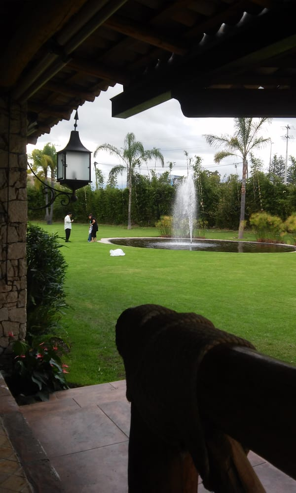 Jard n toscano locales para eventos libramiento a for Jardin 3 marias puebla